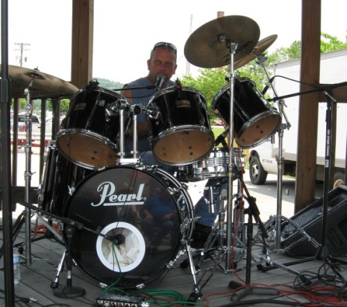 Billy Crain on Drums for the Sneakin Deakins